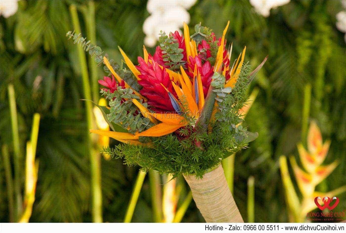 Hoa cầm tay cô dâu tiệc cưới Tropical