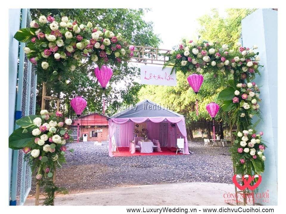 Cổng hoa sen đám cưới tại nhà
