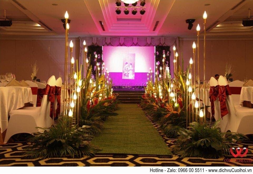 Trang trí lối đi tiệc cưới Tropical