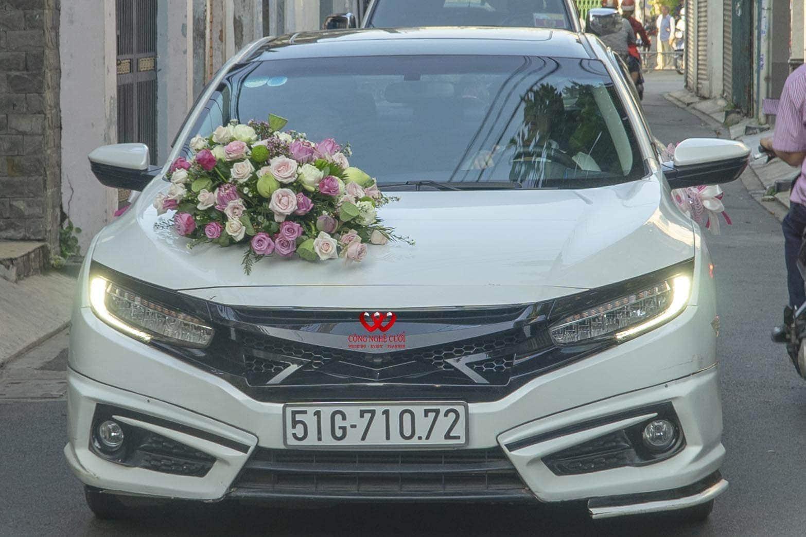 Xe cưới kết hoa sen