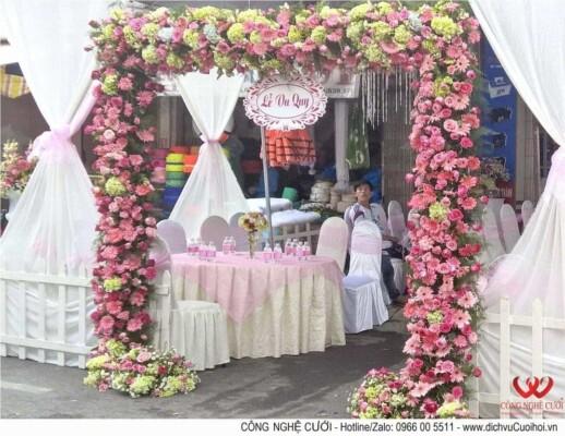 Trang trí cổng hoa tươi tông hồng