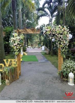 Trang trí tiệc cưới trọn gói Cổng hoa đám cưới sân vườn