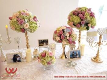 Trang trí tiệc cưới với backdrop chụp ảnh và bàn gallery