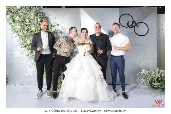 Tiệc cưới 120 khách tại Gem Center của ca sĩ Đinh Phương Ánh