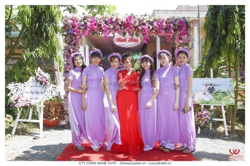 Trang trí tiệc cưới tại nhà tông màu tím