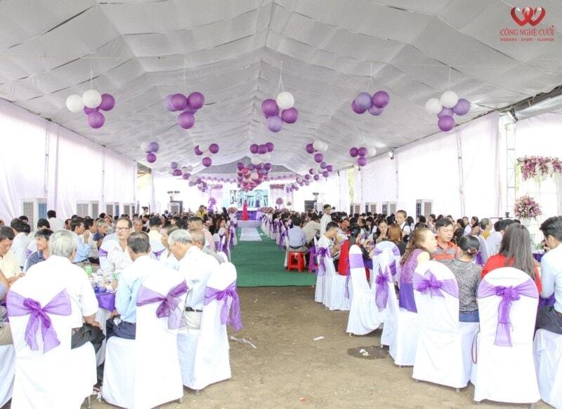 Tổ chức đám cưới và trang trí tiệc tại nhà
