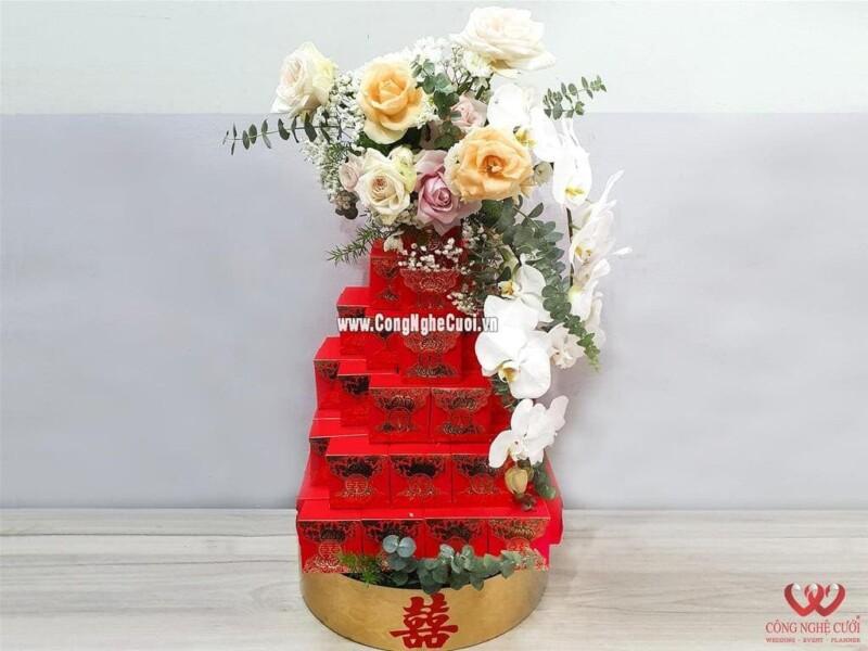 Mâm quả mứt sen xếp tháp kết hoa