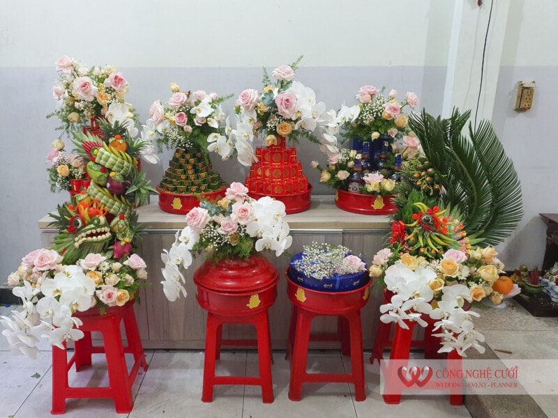 Mâm quả cưới hỏi trọn gói kế hoa tươi