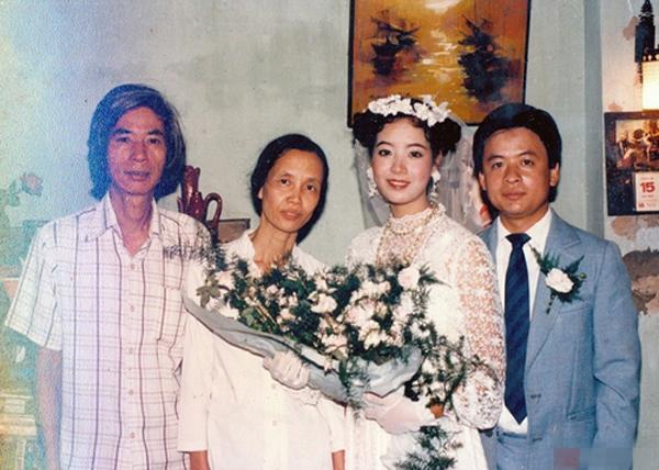 [Caption]Chiều Xuân kết hôn năm 20 tuổi với nhạc sĩ Đỗ Hồng Quân vào ngày 15/3/1987. Lúc ấy, chị là sinh viên khoa diễn viên của trường Sân khấu Điện ảnh Hà Nội.