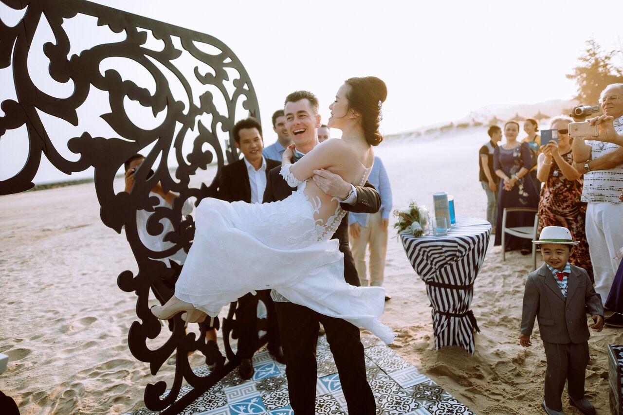 Trang trí tiệc cưới gốm sứ