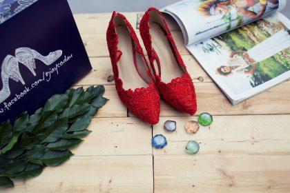 Giày cưới ren đỏ