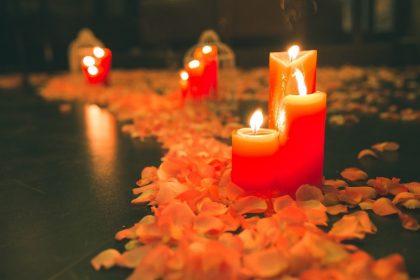 Không gian cầu hôn lung linh với nến