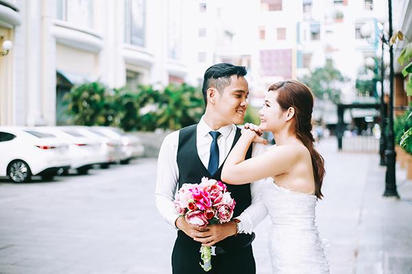 Chúrể Hà Hữu Hoàn Thông, sinh năm 1986, làm việc cho một xưởng may. Vợ anh, Trần Thị Kim Anh, sinh năm 1993, chuyên làm bánh.
