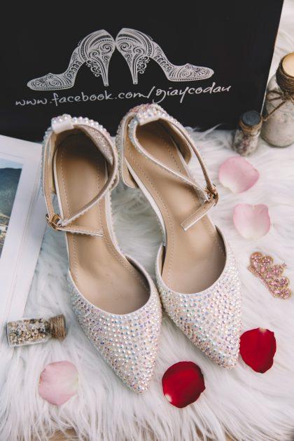 Giày đính pha lê