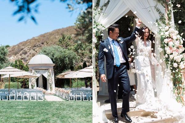 [Caption]Địa điểm vợ chồng Ngọc Thúy tổ chức đám cưới nằm trong khuôn viên đồng quê xanh mướt. Lễ đường lãng mạn, tràn ngập hoa tươi.