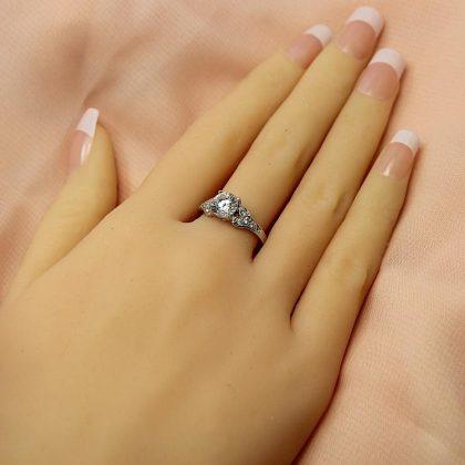 Cách chọn nhẫn cầu hôn