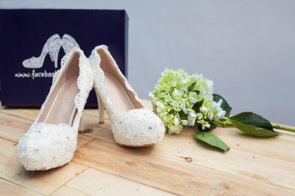 Giày cưới đính hoa