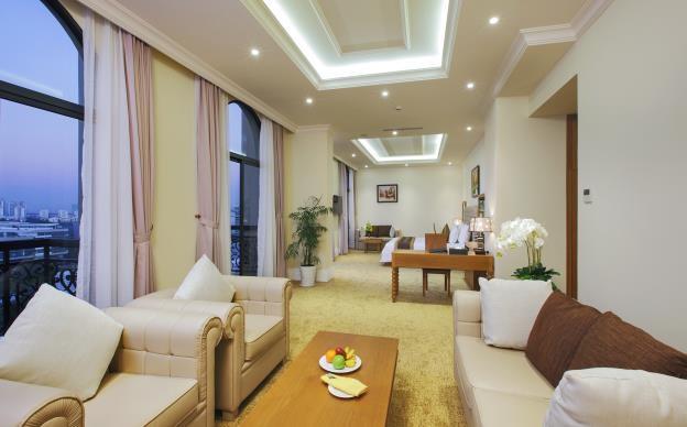 Phòng khách sạn được thiết kế đẹp và tinh tế đến từng chi tiết, nội thất cao cấp, trang thiết bị hiện đại, ban công riêng từng phòng là không gian mở để ngắm nhìn toàn cảnh khu đô thị Phú Mỹ Hưng…