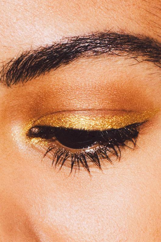 15-gold-makeup-03-w529-h793