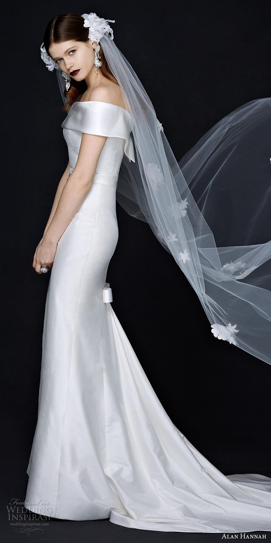 Váy ôm dáng suôn tinh giản tối đa