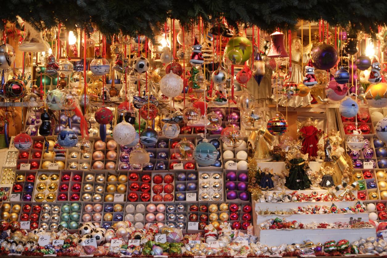 Những món hàng trang trí Giáng sinh đầy màu sắc tô đậm không khí lễ hội tại Helsinki