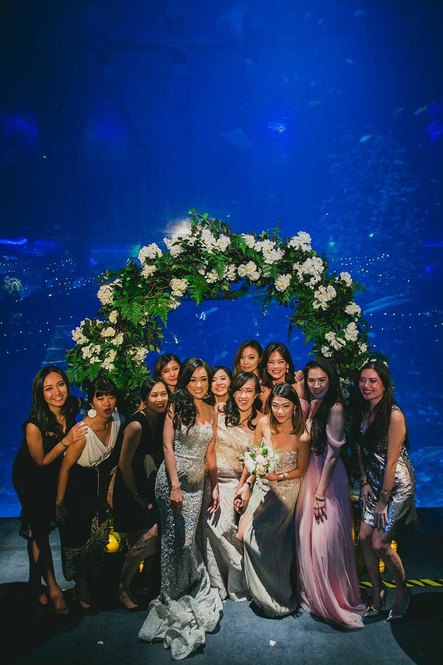 Bộ váy cưới lấp lánh họa tiết bạc