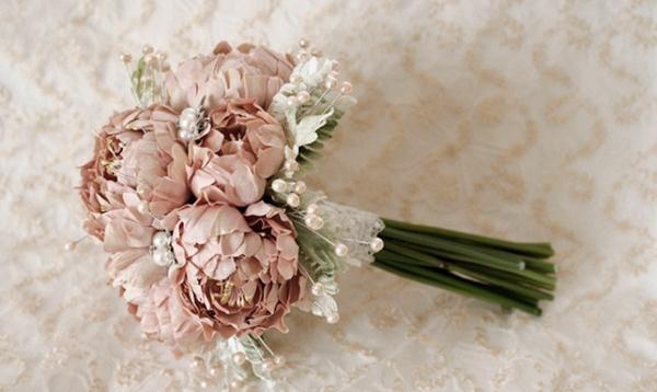 Hoa giả lạ mắt tự kết giúp cho chi phí được tiết kiệm hơn