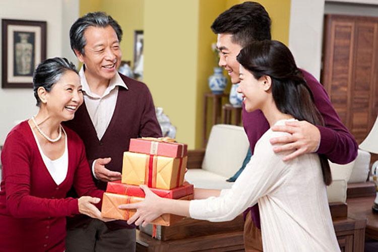 Thăm hỏi gia đình dịp cuối năm
