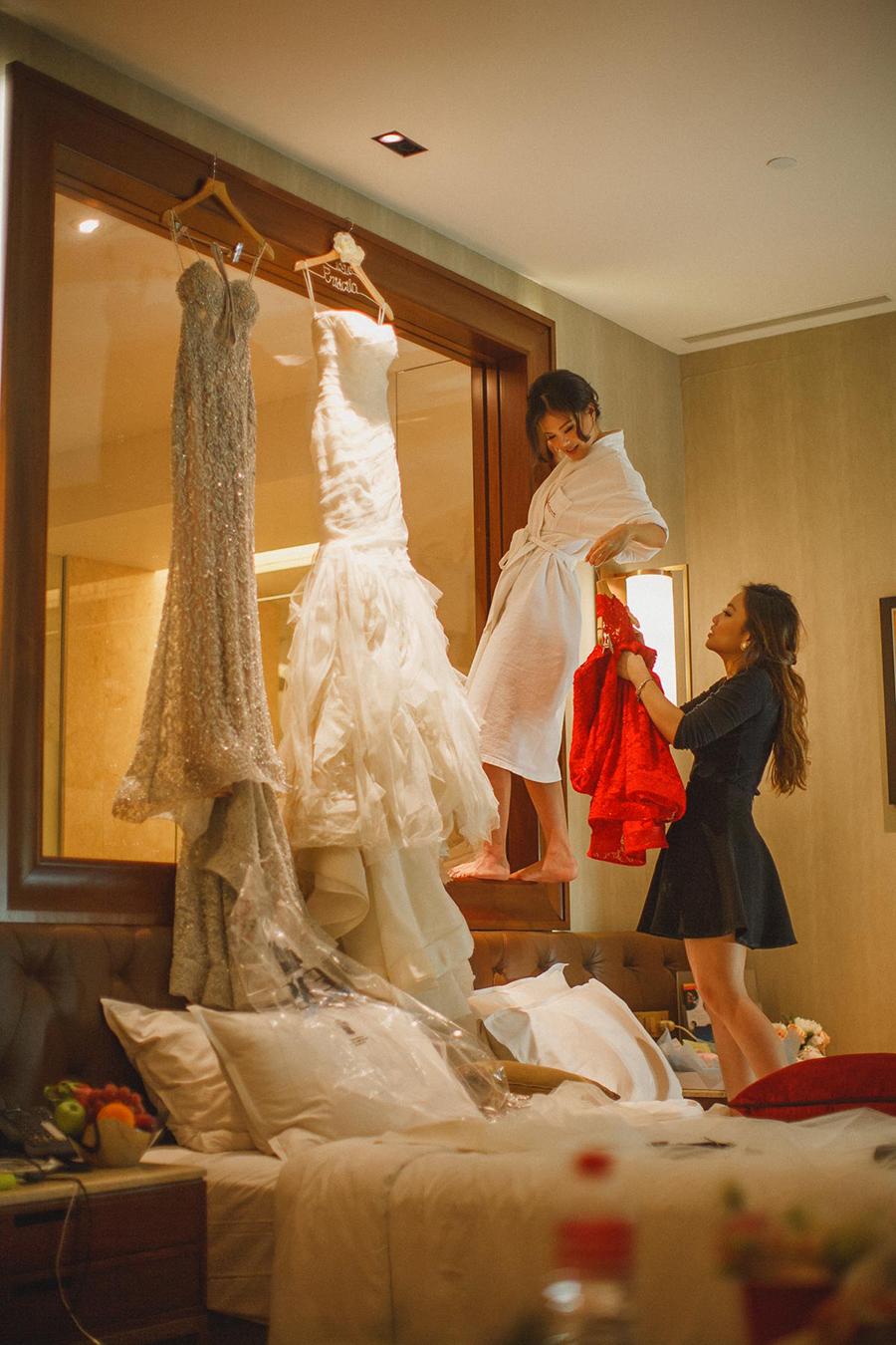 2 bộ váy cưới có dáng nàng tiên cá và váy cưới đuôi dài