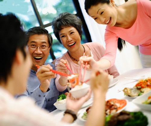 Chia sẻ niềm vui Tết với gia đình