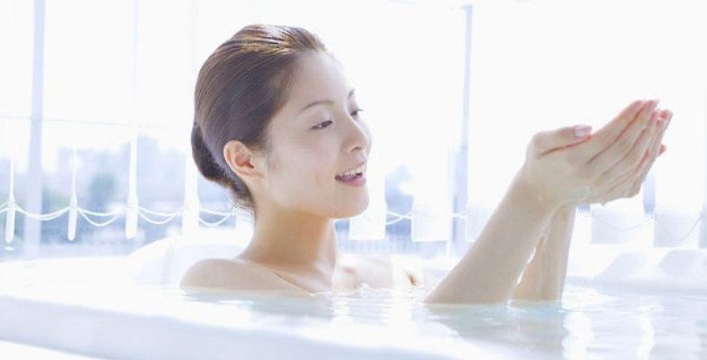 Tắm nước lá bưởi trước thời khắc Giao thừa