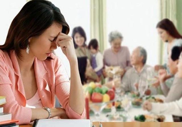 Một loạt trục trặc nảy sinh sau ngày cưới xoay quanh vấn đề làm sao để vẹn toàn hai bên gia đình