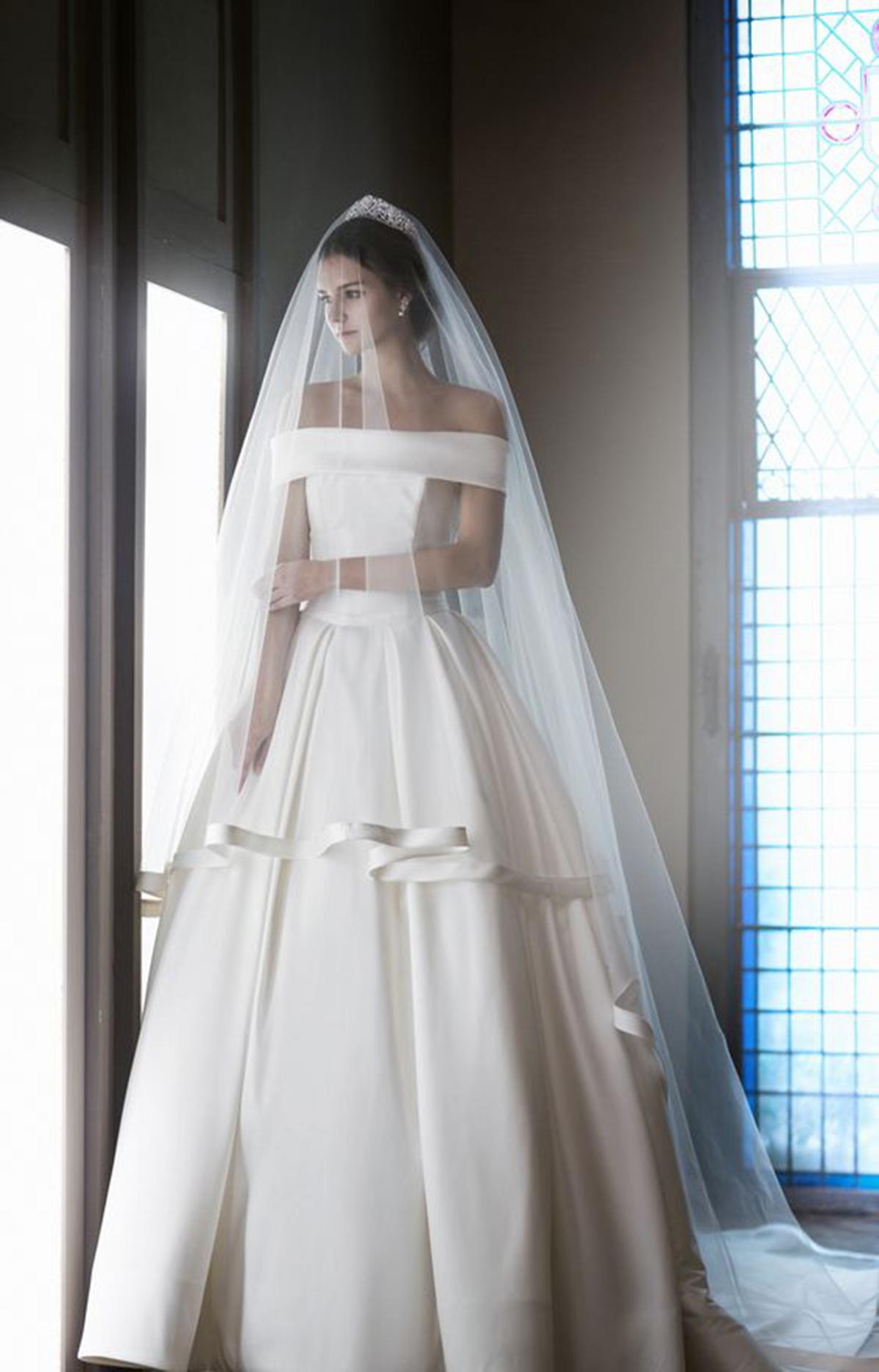 May váy cưới: Vải Satin