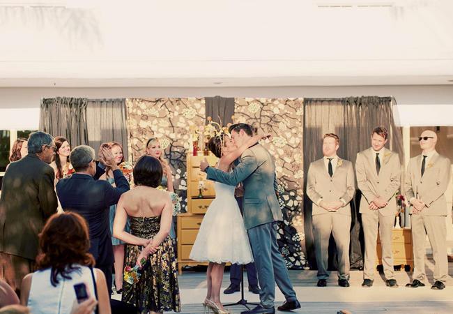 Cô dâu mặc váy cưới tea length