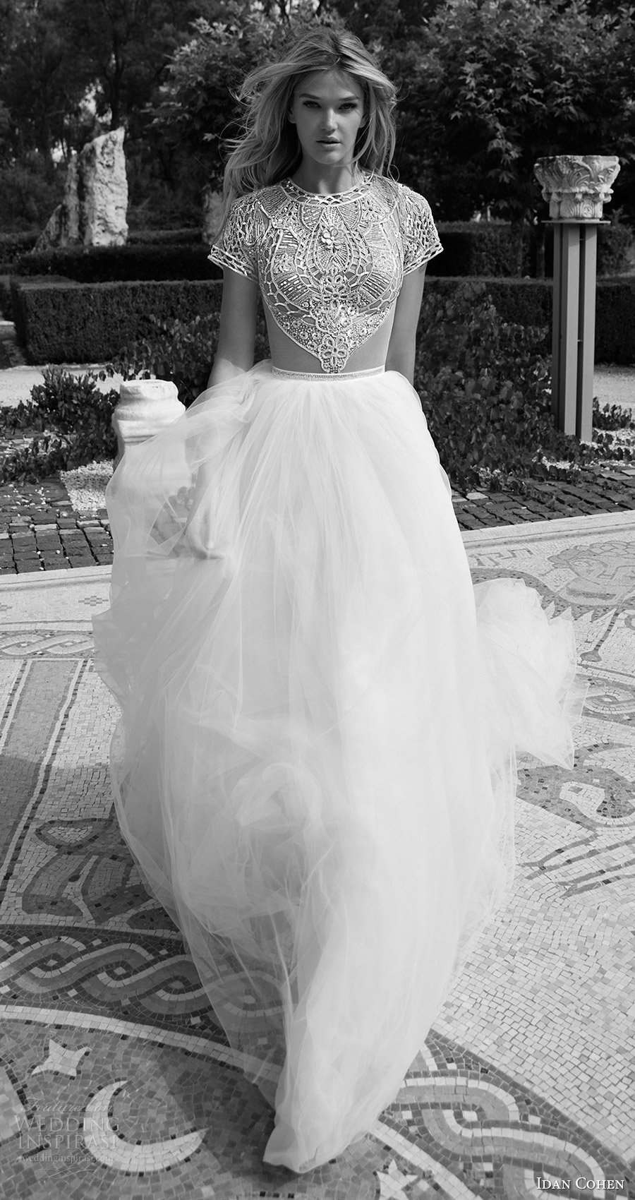 Xu hướng váy cưới 2017: kín đáo nhưng đầy gợi cảm