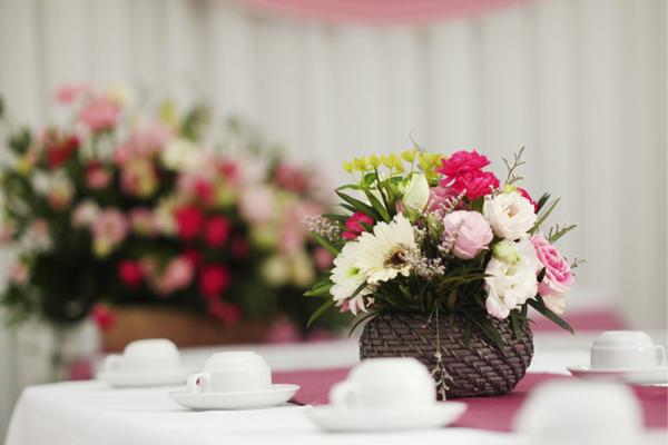 Chuẩn bị hoa tươi cho lễ dạm ngõ