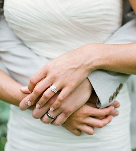 Không thể để chiếc nhẫn cản trở cánh tay chủ đạo của bạn, điều đó còn tránh gây trầy xước và hư hỏng cho chiếc nhẫn cưới quý giá.