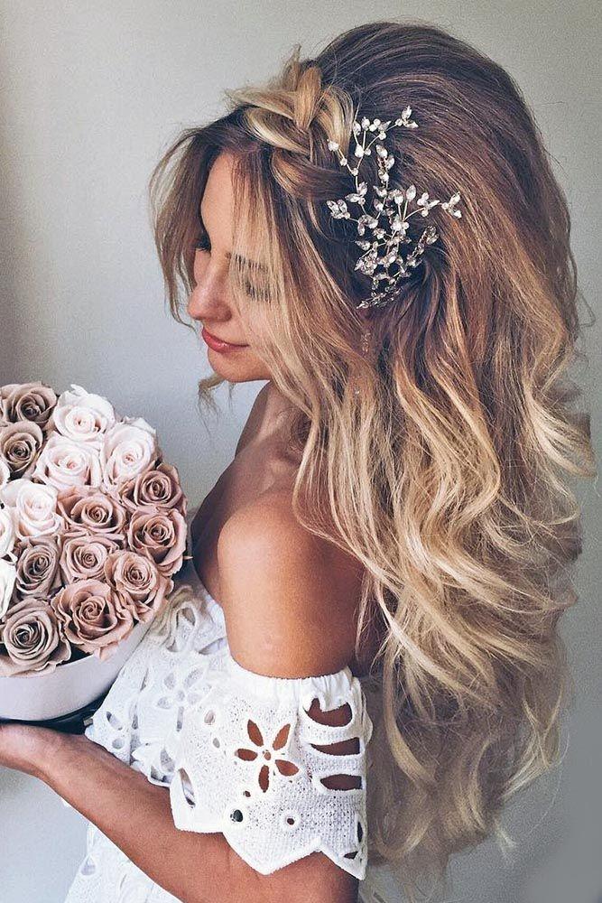 Xử Nữ thích một mái tóc dài hơi xoăn