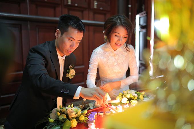 Cô dâu Phượng Nguyễn và chú rể Minh Việt đều là những doanh nhân trẻ thành đạt. Sau một thời gian dài bên nhau, cặp đôi đã tổ chức đám cưới trong mơ vào đầu tháng 4 trong khuôn viên một khách sạn 5 sao ở Hà Nội.