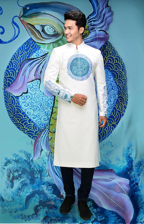 Với cùng một màu áo, nhưng chú rể sẽ có nhiều lựa chọn khi chọn hoa văn trang trí theo sở thích, phong cách.