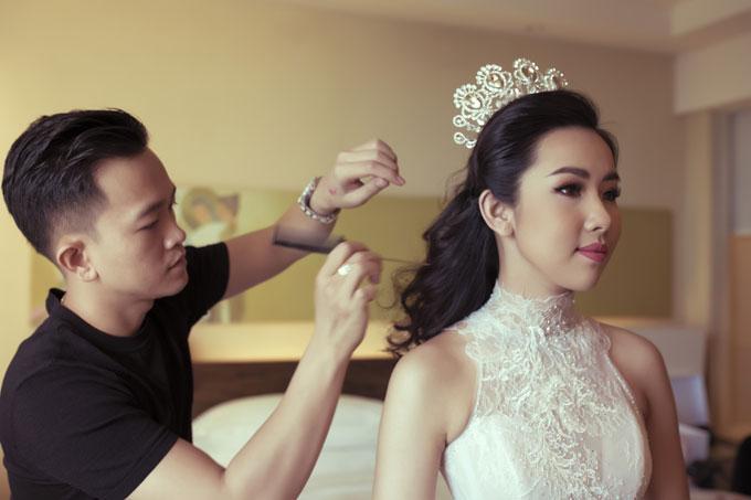 Người đẹp Phương Tiểu Bình được biết đến là nhan sắc khá nổi tiếng tại Nha Trang, từng tham gia cuộc thi Hoa hậu Hoàn vũ 2015. Với gương mặt khả ái, đậm chất Á Đông, cô được giới chuyên môn, báo giới đánh giá khá cao.