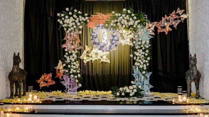Sau một thời gian đính hôn khá lâu, Á Khôi Duyên dáng Hà Thành 2013, Phương Thảo bất ngờ tổ chức đám cưới với ông xã Hoàng Quân. Đám cưới diễn ra trang trọng và ấm cúng tại một resort ở quận 7, TP HCM với chủ đề Butterfly Effect.