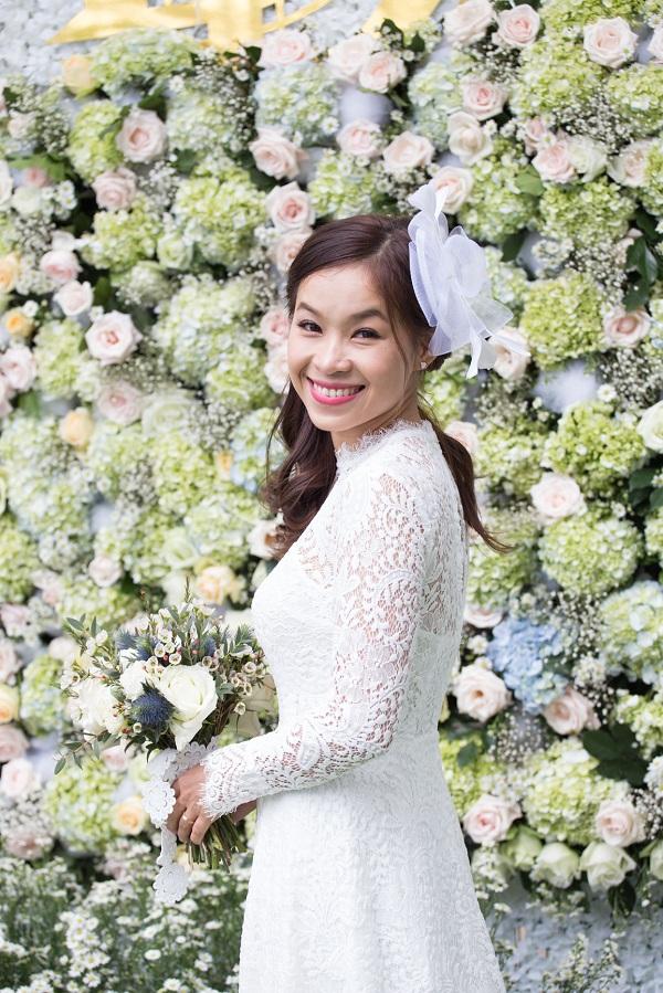 Cô dâu Nguyễn Thị Ngọc Diễm ở Bình Thuận luôn mong muốn có một đám cưới như trong truyện cổ tích nên đã dành rất nhiều thời gian để tìm tòi, nghiên cứu và chuẩn bị.