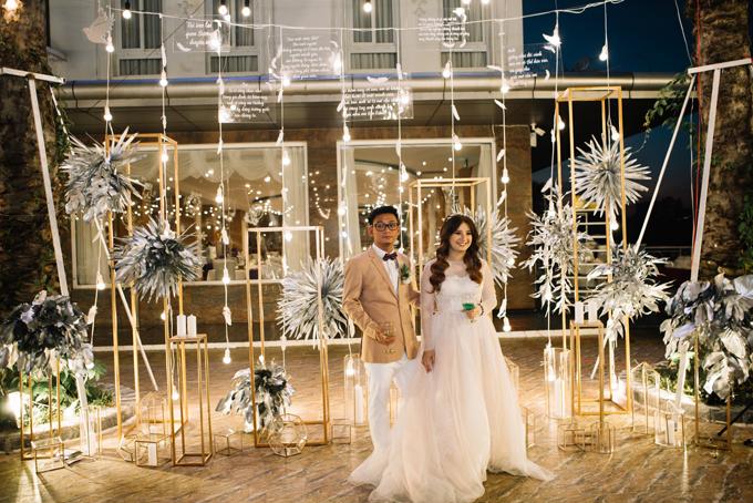 Toàn bộ ý tưởng và thực hiện tiệc cưới của Kim Ngọc - Vĩnh Sương do By Kiethoney Wedding Planner & Decoration phụ trách.
