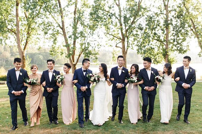Cả hai cùng dành thời gian để chụp hình với những người bạn từ thời đại học. Cô dâu Sami còn dành lời khuyên cho những cặp sắp cưới: Hãy chuẩn bị mọi thứ từ sớm vì ngày cưới sẽ đến rất nhanh.