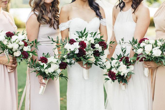 Cô dâu chú rể là người ưa thích sự đơn giản và thanh lịch. Do vậy, phong cách đám cưới cũng dựa trên chủ đề này.