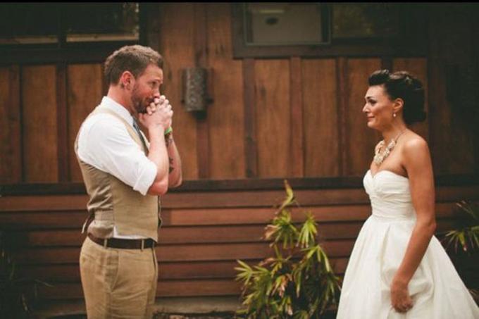 14 cách tạo dáng giúp cô dâu chú rể có những bức ảnh xuất thần - 2